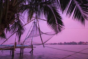 IN04485 India, Kerala, Cochin - Kochi, Fort Kochi, Chinese fishing nets at sunrise