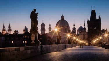 CLKEV124913 Dawn at the monumental Charles Bridge, Prague, Czech Republic