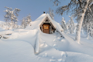 CLKVV127483 Typical wood chalet called Pallas Kota inside Pallas-Yllastunturi National Park, Muonio, Lapland, Finland