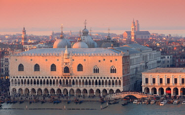 CLKEV125847 The view of Palazzo Ducale from the bell tower of San Giorgio Maggiore church, Venice, Veneto, Italy