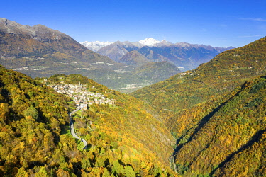 CLKFB128185 Village of Sacco in the autumn colors. Valgerola(Gerola valley), Orobie, Valtellina, Lombardy, Italy
