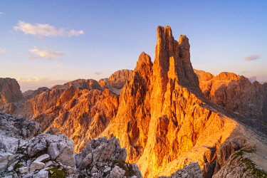 CLKGM130342 Vajolet towers at sunset in Catinaccio group of Dolomites. Re Alberto refuge in Catinaccio group. Gardeccia, Pozza di Fassa, Fassa valley, Trento district, Dolomites, Trentino Alto Adige, Italy