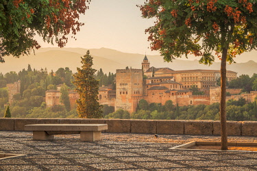 CLKEV120307 Mirador de San Nicolas with the Alhambra in the background, Granada, Andalusia, Spain