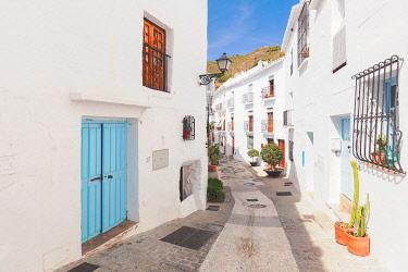 CLKEV123693 A narrow alley in Frigiliana, La Axarquia, Malaga province, Andalusia, Spain