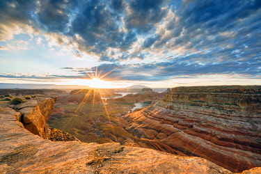 CLKAB120540 Sunrise at Alstrom Point, Lake Powell, Glen Canyon National Recreation Area, Page, between Arizona and Utah, USA