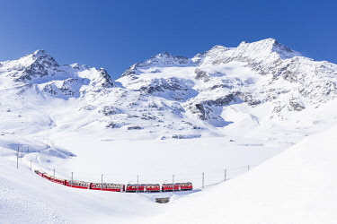 CLKFB126540 Bernina Express transit along Lago Bianco in winter , Bernina Pass, Engadin, Canton of Graubunden, Switzerland
