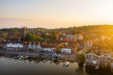 ENG16833AW Aerial shot of Henley-on-Thames, Oxfordshire, England