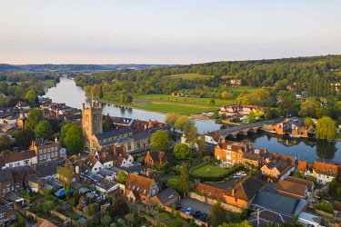 ENG16835AW Aerial shot of Henley-on-Thames, Oxfordshire, England