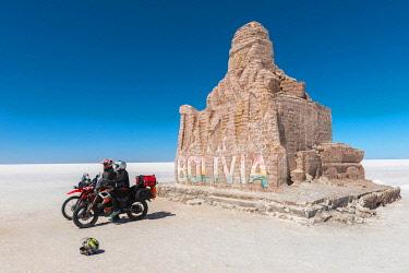 IBLDIE05130597 Tourists, Monument made of salt blocks, Salar de Uyuni, Uyuni, Department Potosi, Bolivia, South America