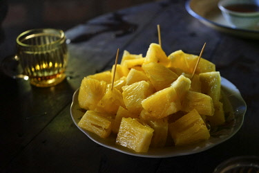 IBLGTH05141090 Pineapple cut into pieces on a plate, Shan village, Pyin U Lwin, Mandalay District, Myanmar, Asia