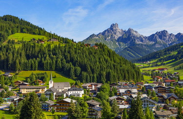 IBLWWE05095754 Filzmoos with mountain peak Bischofsmutze, Pongau, Province of Salzburg, Austria, Europe