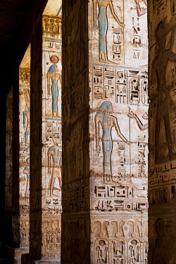 EGY1781AWRF temple of Ramses III on the West bank of the Nile at Luxor, Egypt, Africa