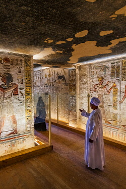 EGY1686AW Valley of the Kings, burial chamber decorated with bas-relief in the tomb of Ramses IX, Nile Valley, Luxor, Egypt