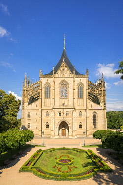 CZE2195AWRF Facade of Saint Barbara's Cathedral on sunny day, UNESCO, Kutna Hora, Central Bohemian Region, Czech Republic