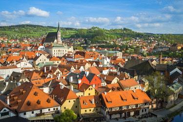 CZE2143AW Historic town of Cesky Krumlov on sunny day, South Bohemian Region, Czech Republic