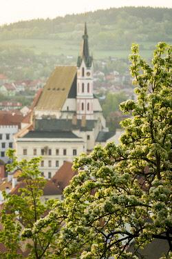 CZE2147AW St. Vitus Church in spring, Cesky Krumlov, South Bohemian Region, Czech Republic