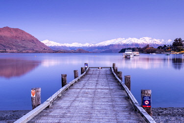 NZ10074AW Lake Wanaka Jetty with the Aspiring Ranges in the distance. Lake Wanaka, Otago, South Island, New Zealand