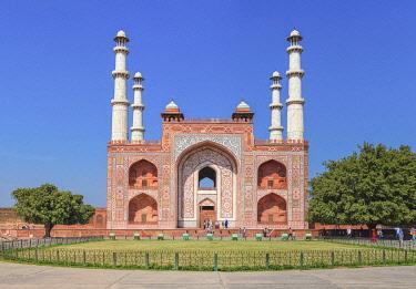 IN508RF Akbar's tomb entrance, 1613, Sikandra, Uttar Pradesh, India