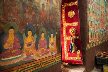 IND8609 India, Chemre Monastery, Prayer Hall Interior