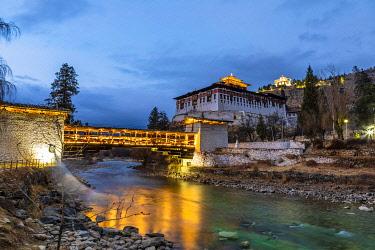 BHU1981AW Rinpung Dzong (otherwise known as Paro Dzong) in the evening, Paro, Paro District, Bhutan