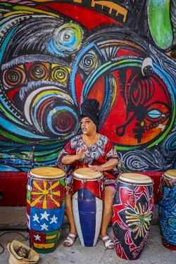 CUB2341AW Every Sunday Rumba dancers perform in Callejon de hamel, Centro Habana Province, Havana, Cuba