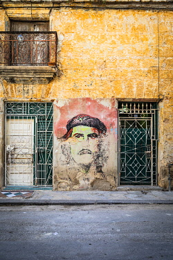 CUB2350AW Che Guevara street art on the side of a building in La Habana Vieja (Old Town), Havana, Cuba