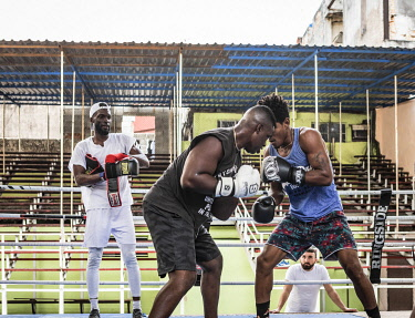 CUB2413AW Boxers sparring at a training gym in in La Habana Vieja (Old Town), Havana, Cuba