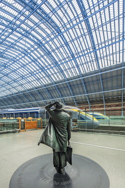 ENG16933AW United Kingdom, England, London, King's Cross. Interior of St. Pancras railway station, the Eurostar terminal showing the statue of John Betjeman by sculptor Martin Jennings, and Eurostar trains