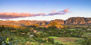 CUB2572AW Vinales Valley at sunrise, Pinar del Rio Province, Cuba