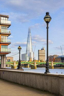 ENG17077AWRF Soutwark Bridge and the Shard, London, England, UK