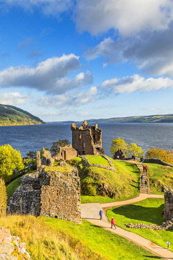 SCO35686AW Urquhart Castle on the banks of Loch Ness, Inverness, Scotland, UK