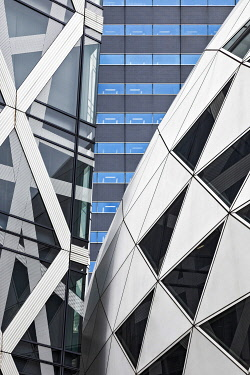JAP2921 Architectural cladding details of the Cocoon Tower,�Nishishinjuku, Tokyo, Honshu, Japan.