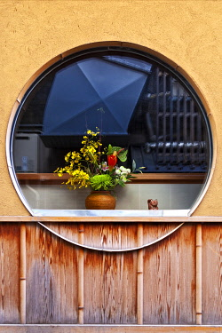 JAP2941 Architectural window detail in the� narrow alleyways of the Gion District, Daigocho, Kyoto, Kyoto Fu, Honshu, Japan.