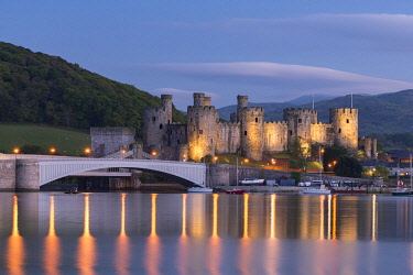 WAL7770AW Majestic ruins of Conwy Castle in evening light, Snowdonia National Park, Wales, UK. Spring