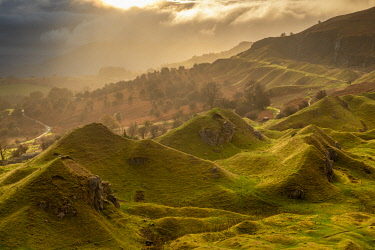 WAL7776AW Atmospheric sunrise above Llangattock Escarpment in the Brecon Beacons National Park, Powys, Wales. Autumn