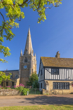 UK819RF UK, England, Cambridgeshire, Ely, Oliver Cromwell's House and St. Mary's Church