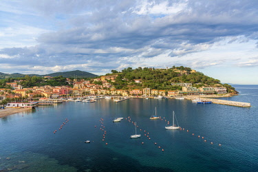 ITA15547AW Europe, Italy, Tuscany, Elba Island, view over the port of Porto Azzurro from the Hotel Plaza