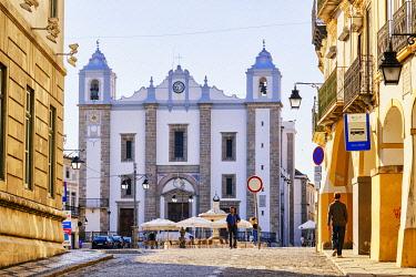 POR10993AWRF Praça do Giraldo and Santo Antao Church. Evora, a Unesco World Heritage Site. Portugal