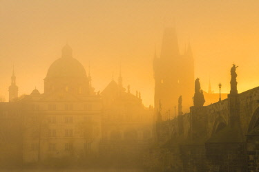 CZE2252AW Charles Bridge with mist at sunrise, Prague, Bohemia, Czech Republic
