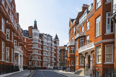 TPX73715 England, London, Westminster, Kensington and Chelsea, Knightsbridge, Hans Crescent and The Colombia and Ecuador  Embassy Building