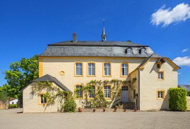 GER12119AW Niederweis castle, near Prumzurlay, Eifel, Rhineland-Palatinate, Germany