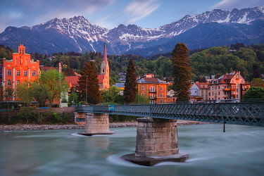 CLKEV133005 The bridge to Sankt Nikolaus district in Innsbruck at dawn, Tyrol, Austria, Europe