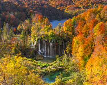 CLKMB132059 Plitvice at autumn, PlitviÄka jezera National Park, Lika and Segna region, Karlovac region, Croatia, Eastern Europe
