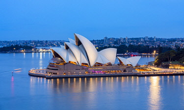 CLKNO131629 Sydney Opera House at dusk, Sydney, New South Wales, Australia