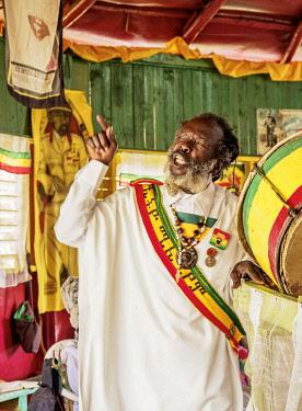 JAM0206AW Rasta Priest during weekly Sabbath Celebration, School of Vision Temple, Rastafarian Community, Blue Mountains, Saint Andrew Parish, Jamaica