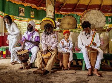 JAM0208AW Drum session during weekly Sabbath Celebration, School of Vision Temple, Rastafarian Community, Blue Mountains, Saint Andrew Parish, Jamaica