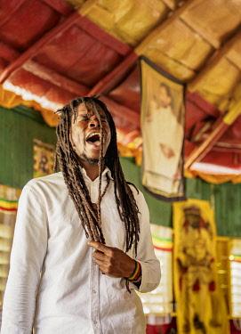 JAM0215AW Rasta Man dancing and praying during weekly Sabbath Celebration, School of Vision Temple, Rastafarian Community, Blue Mountains, Saint Andrew Parish, Jamaica