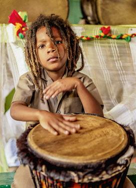 JAM0216AW Drum session during weekly Sabbath Celebration, School of Vision Temple, Rastafarian Community, Blue Mountains, Saint Andrew Parish, Jamaica