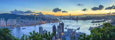 CH12453AW Skyline of Hong Kong Island and Kowloon at sunset, Hong Kong
