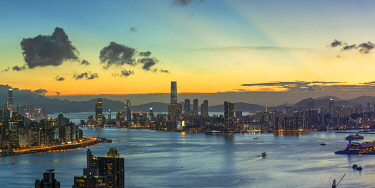 CH12455AW Skyline of Hong Kong Island and Kowloon at sunset, Hong Kong